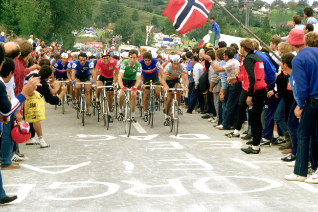 Sean Kelly leads the pack in the 1983 World Championships