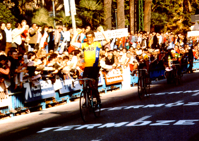 Sean Kelly wins 1986 Milano-San Remo in front of greg LeMond
