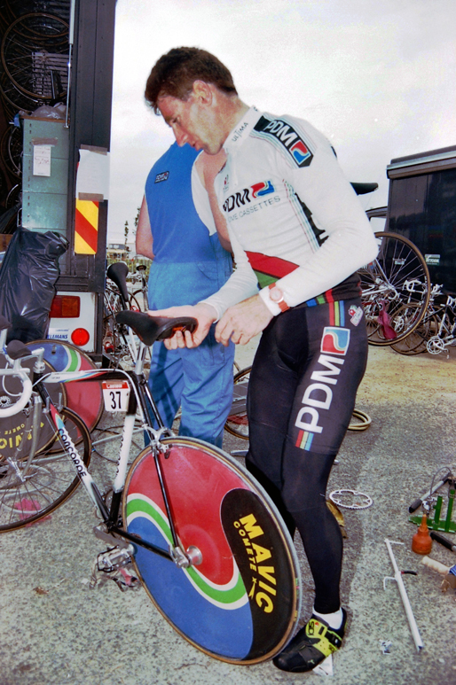 Kelly gets ready to ride the 1990 Tour prologue