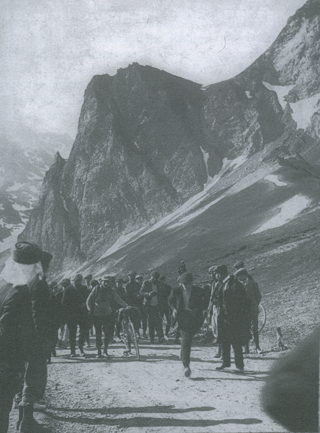 Octave Lapize reaches the summit of the Tourmalet