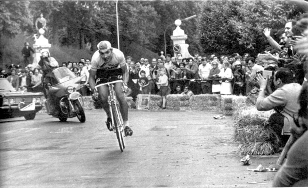 Merckx winning stage 9 of the 1970 Giro