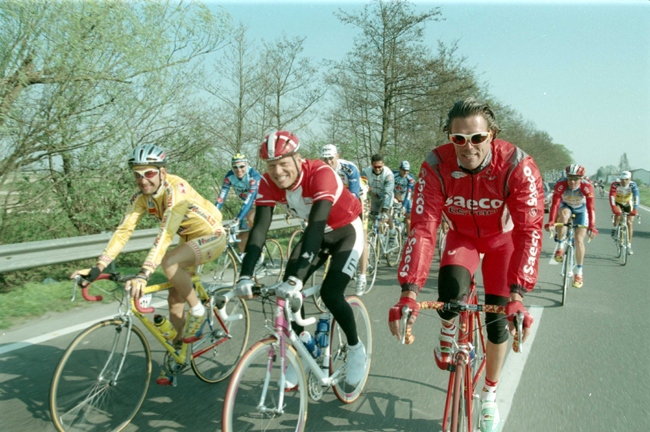 Pantani rides with Bjarne Riis and Mario Cipollini in the 1997 Milano-San Remo