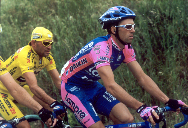 Marco pantani and Gilberto Simoni in the 2001 Giro d'Italia