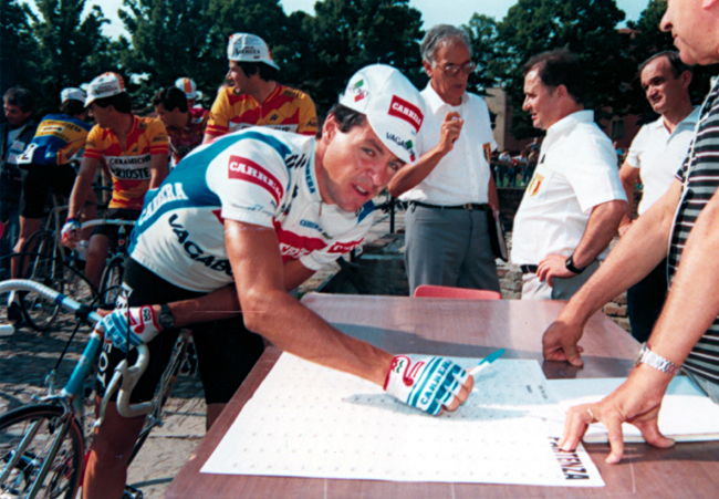Roche signs in at the 1986 Coppa Placci