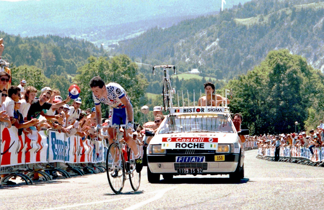 Roche riding to Villard de Lans in the 1990 tour de France