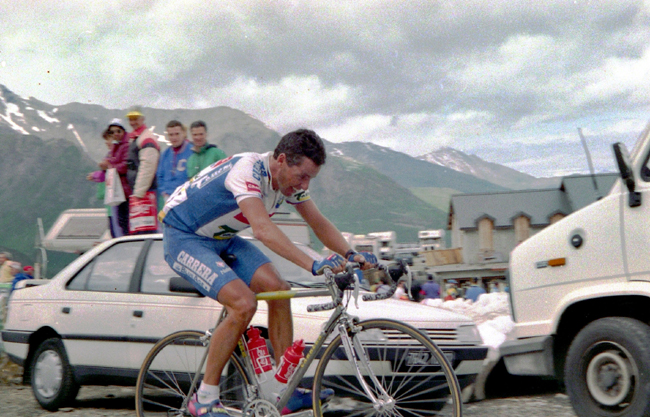 Stephen Roche rides to Isola 2000 in the 1993 Tour de France