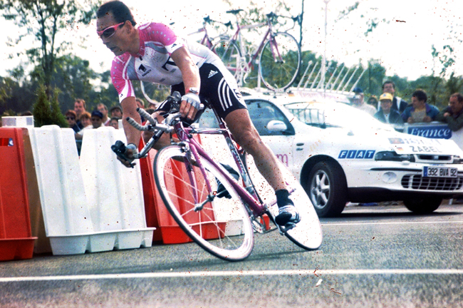 Erik Zabel rides the 1999 Tour de France prologue