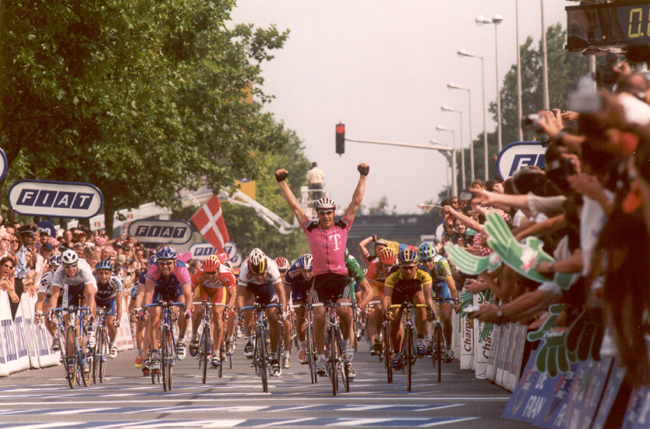 Erik Zabel wins stage 19 of the 2001 Tour de France