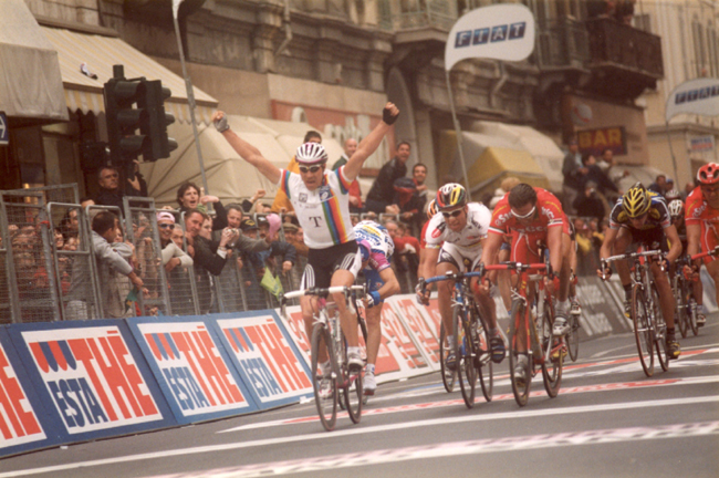 Erik Zabel wins the 2001 Milano-San Remo