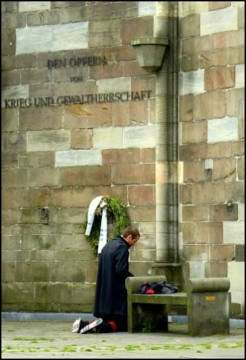 Man praying at Hamburg Cathedral