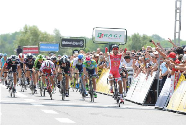Nacer Bouhanni wins stage 2