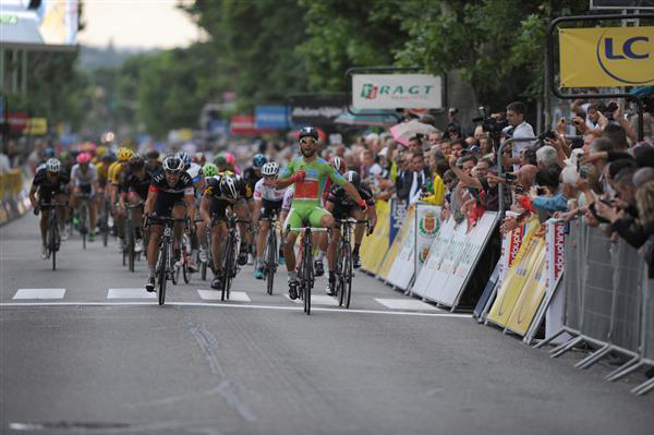 Nacer Bouhanni wins Dauphine stage 4