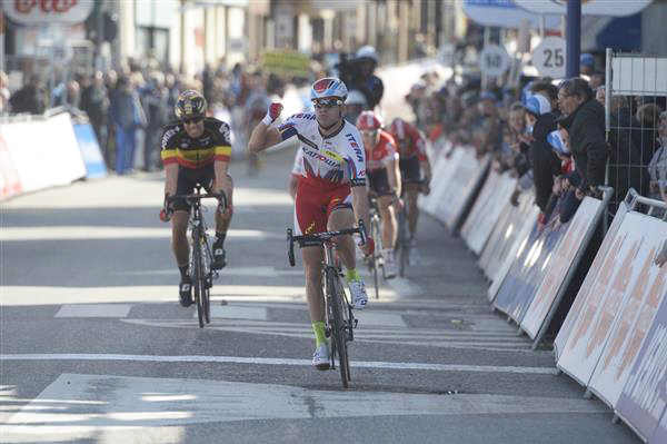 Alexander Kristoff wins stage 1 of De panne