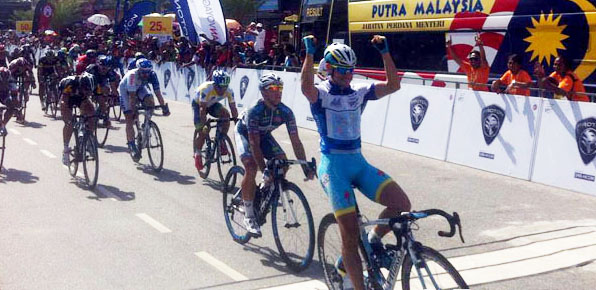 Caleb Ewen wins stage 4