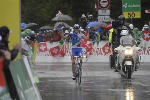 thibaut Pinot wins stage 5 in the rain