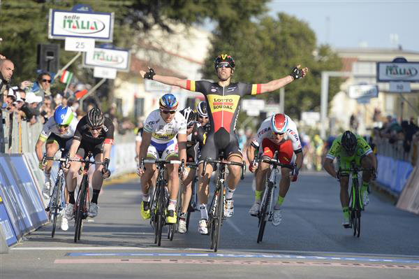 Jens Debusschere wins stage 2