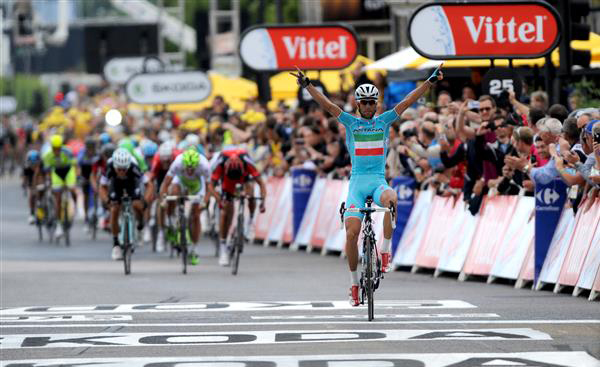 Vincenzo Nibali wins stage 2