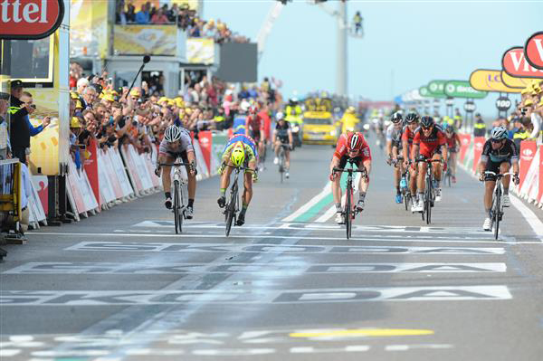 Andre Greipel wins stage 2