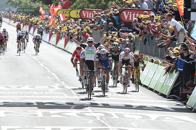Mark Cavendish wins stage 1