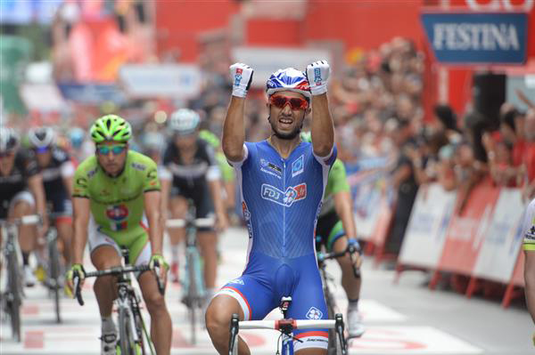 Nacer Bouhanni wins stage 8