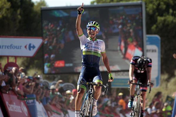 Johan Chaves wins stage 2