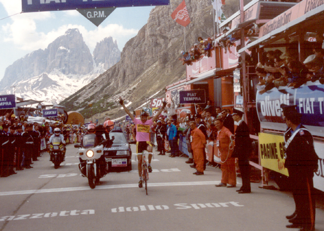 Franco Chioccioli wins at the top of the Passo Pordoi