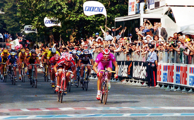 Cipollini wins the final stage of the 1997 Giro d'Italia
