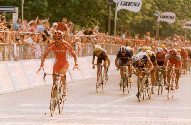 Cipollini wins stage 17 of the 1999 Giro