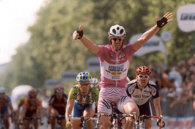 Cipollini wins the 2002 Giro's final stage