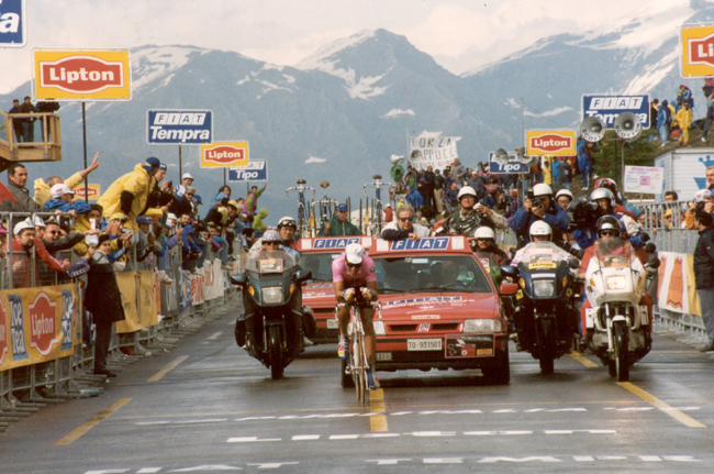 Indurain time trialing in the 1993 Giro