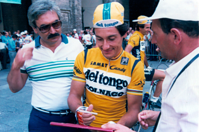 Saronni signs an autograph at the 1985 Milano-Vignola