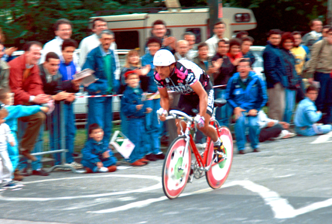 Saronni riding stage 10 of the 1990 Giro