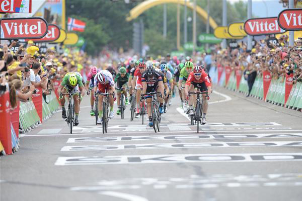 Andre Greipel wins stage 15